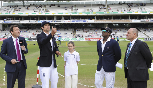 Alastair Cook and Angelo Mathews at the toss