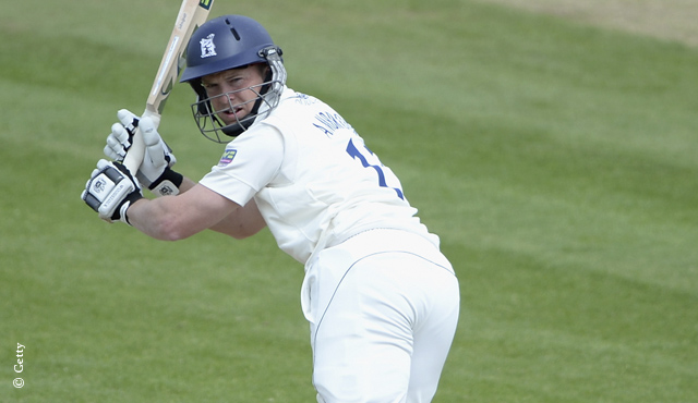 Warwickshire dent Middlesex title hopes