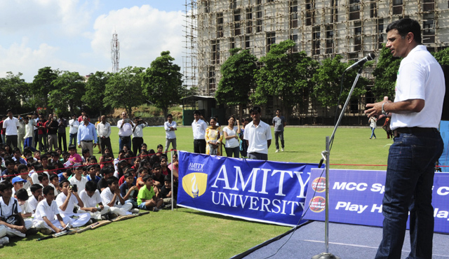 Dravid addresses the children