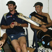 Jason Gillespie (left) and Justin Langer