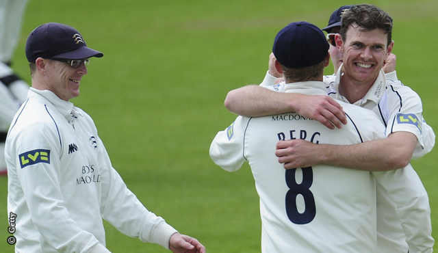 Sussex struggle as Middlesex push on
