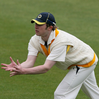 Leeds/Bradford player tries to take a catch