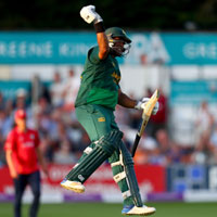 Samit Patel hit 122 to help Notts chase down a record target of 371