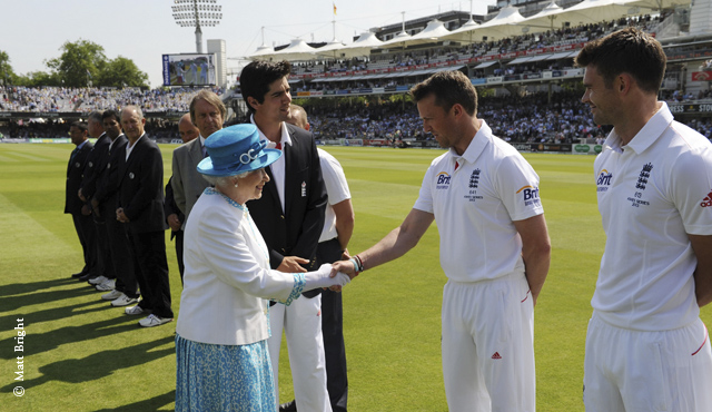 Graeme Swann meets the Queen
