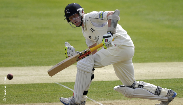 Robson double ton makes Warwickshire pay