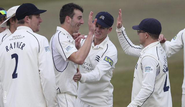 Murtagh helps Middlesex down Derbyshire