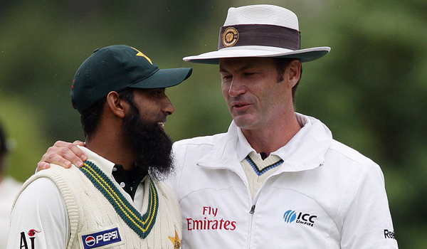 SImon Taufel with Mohammed Yousuf