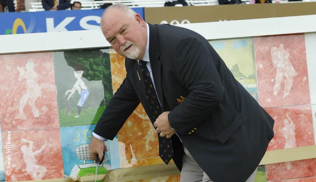 Mike Gatting cut the ribbon on the mural