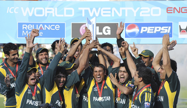Pakistan celebrate winning the 2009 ICC World T20 at Lord's